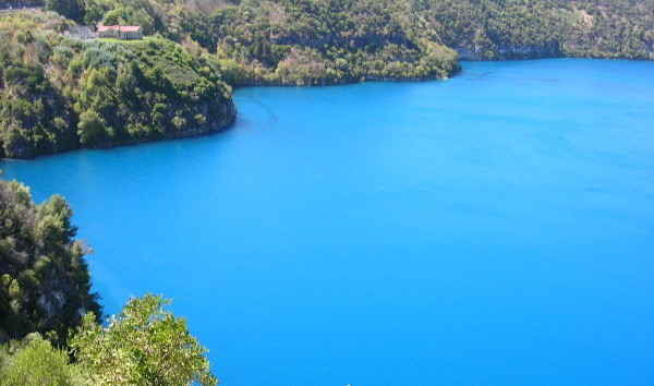 Blue_Lake,_Mount_Gambier