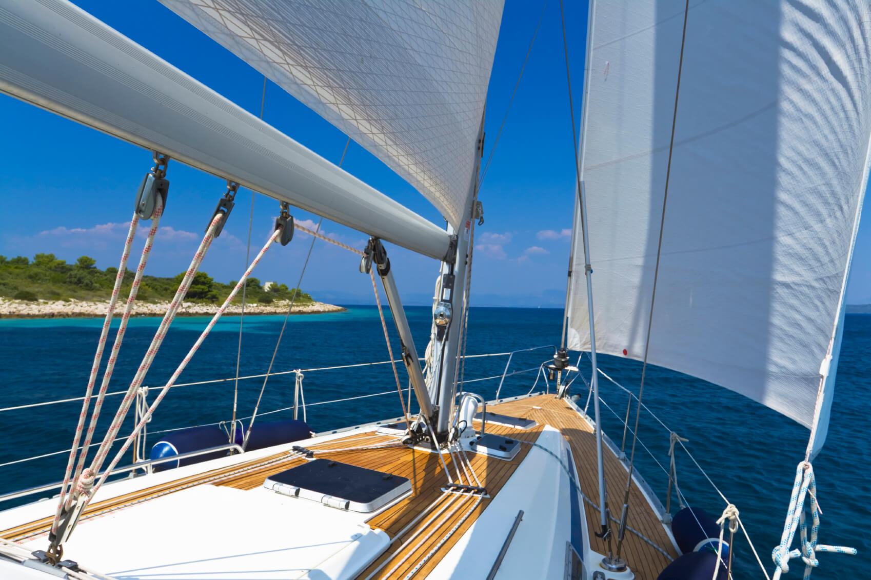How To Tack And Jibe When Sailing Trident Marine Insurance